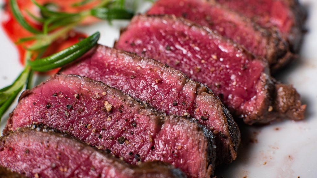 Fleisch aufgeschichtet